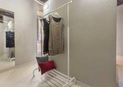 14 Grey Room_hangers